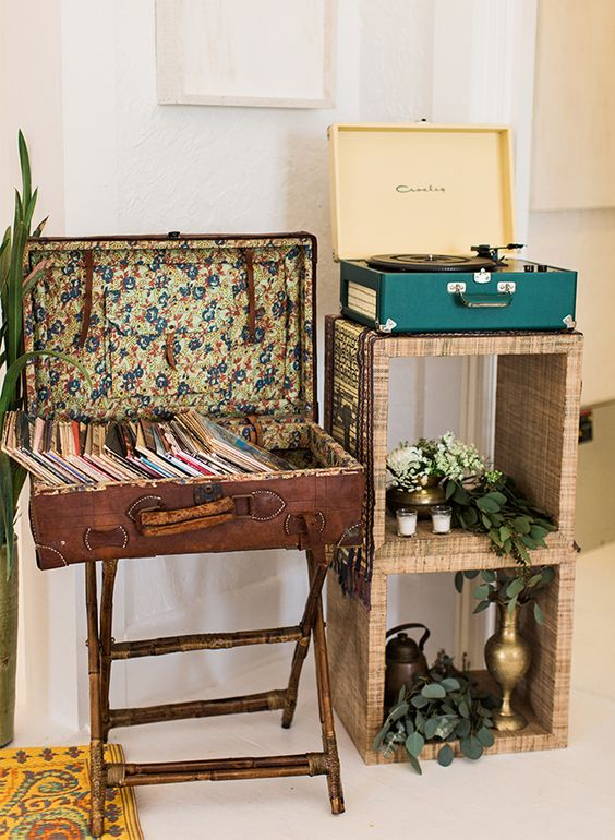 14 Old Suitcases Turned Into Charming Decoration