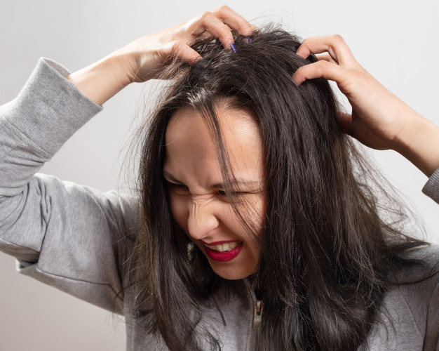 7 Good Reasons Why You Should Never Go to Sleep with Wet Hair