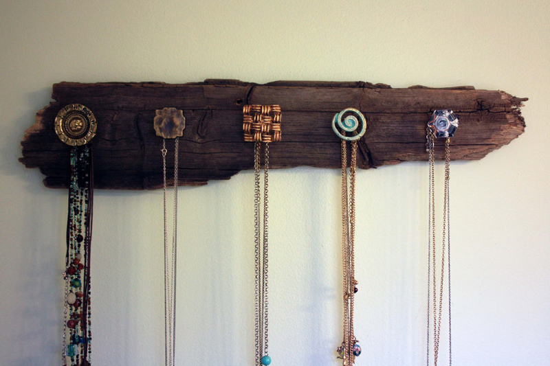 wood-necklace-holder-04